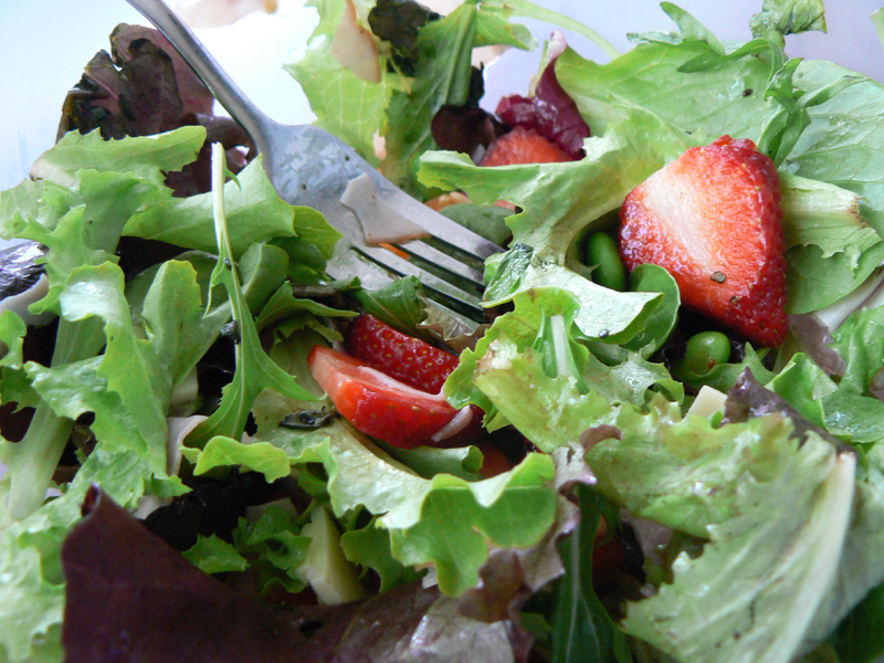 photo of a green salad with berries
