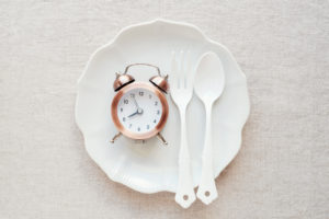 A clock on the plate